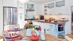 Cuisine blanc et bleu   Les idées de ma maison © TVA publications   Rodolf Noël #deco #cuisine Furniture, Home Decor, Blue, Decoration Home, Room Decor, Home Furnishings, Arredamento