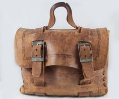 4896b44f68 Sac en cuir marron vintage avec des fixations métalliques. Cartable - Sac  Lap Top -