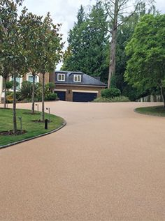 Resin bound driveway for home in Weybridge. Stones are encased in resin, so don't migrate into the road. You don't have to sweep them back onto the drive each week!