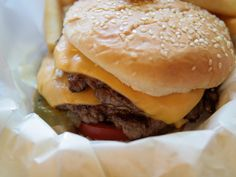 Odge's in Chicago Makes a Solid Cheeseburger #burger #chicago