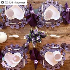 Lavender Dining Room Sets Inspirations for Valentine Day Sumcoco Purple Table Settings, Beautiful Table Settings, Christmas Table Decorations, Valentines Day Decorations, Dining Room Sets, Purple Christmas, Boho Home, Easter Table, Deco Table