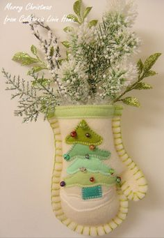 Christmas Decoration-Mini Mitten Hanger-Christmas TREE-Wool Felt Mitten-Christmas Decoration-Holiday Greenery-Blanket Stitching-GREEN Shades