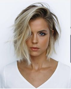 62 of the Popular Short Hairstyles & Haircuts for Thin Fine Hair - These haircuts are THE must if you are suffering from gradual thinning hair Short Hair Trends, Short Hair Styles Easy, Short Hair Cuts, Medium Hair Styles, Curly Hair Styles, Hair Medium, Messy Short Hair, Curly Short, Curly Bob