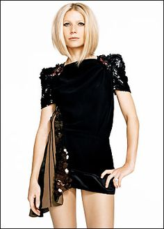 Gwyneth Paltrow. Omg she looks amazingggg. I love the hair in this picture, so retro lol