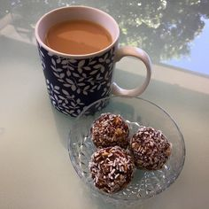 Yummy protein balls with dates recipe - so good!