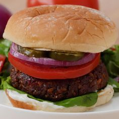 Homemade Vegan Burger With Vegan Aioli Recipe by Tasty - Trendswoman Falafel, Vegan Aioli Recipe, Recipe Tasty, Homemade Recipe, Homemade Baby, Homemade Vegan Burgers, Lentil Burgers, Stuffed Mushrooms, Vegetarian