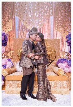 Ugly colour but love the design! Traditional Wedding, Traditional Dresses, Muslimah Wedding Dress, Malay Wedding, Bridal Gowns, Wedding Dresses, Mermaid Gown, Hijab Fashion, Wedding Pictures