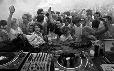 La Poesía Visual del grabador Mapuche Santos Chávez Peggy Guggenheim, Studio 54, Cultura Rave, House Every Weekend, Berlin Techno, Marina Abramovic, Dj Equipment, Music Wallpaper, Music Is Life
