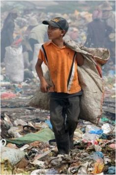 Work at the garbage dump . Cambodia
