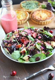 Cranberry Apple Spring Mix Salad~ Enjoy this delicious holiday spring mix salad. Loaded with apples, pecans, dried cranberries and a decadent cranberry vinaigrette. Healthy Vegetable Recipes, Healthy Salad Recipes, Healthy Smoothies, Salad Recipes Video, Salad Recipes For Dinner, Cranberry Vinaigrette, Potato Salad With Apples, Spring Mix Salad, Keto