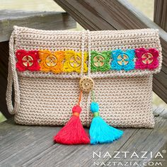 Crochet Bohemian Clutch with Flower Buttons Tassels - Free Pattern and Tutorial Video by Donna Wolfe from Naztazia. Crochet Pouch, Crochet Diy, Crochet Crafts, Crochet Bags, Ravelry Crochet, Crochet Buttons, Tunisian Crochet, Crochet Handbags, Crochet Purses
