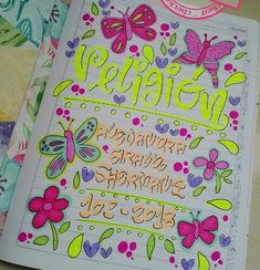 Estas ideas nuevas están súper jeniales Bullet Journal Titles, Page Decoration, Doodle Borders, School Notebooks, Book Letters, Doodle Lettering, Decorate Notebook, School Notes, My Notebook