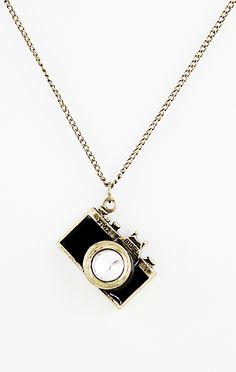 Collier rétro d'or avec pendentif caméra EUR€6.70