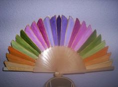 abanicos exclusivos y originales Hand Held Fan, Hand Fans, Fan Decoration, Vintage Fans, Powder Puff, Victorian Fashion, Projects To Try, Arts And Crafts, Cool Stuff