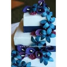 blue and purple wedding cake with calla-lilies