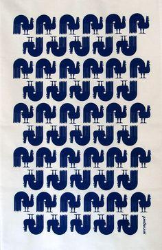Retro Rooster Print by Mengsel Design: I love Scandinavian style animal prints! wonders of the universe / destiny Japanese Matchbox Across t. Pattern Texture, Surface Pattern Design, Pattern Art, Graphic Patterns, Textile Patterns, Graphic Prints, Fashion Wallpaper, Textiles, Pretty Patterns