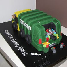 Garbage truck Cake - green - That's My Cake