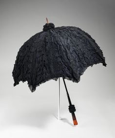 """Mourning Parasol, """"Death Becomes Her: A Century of Mourning Attire"""" at the Metropolitan Museum of Art. Photo Credit: © The Metropolitan Museum of Art Victorian Era, Victorian Fashion, Vintage Fashion, 1890s Fashion, Belle Epoque, Funeral Attire, Funeral Dress, Lace, Accessories"""