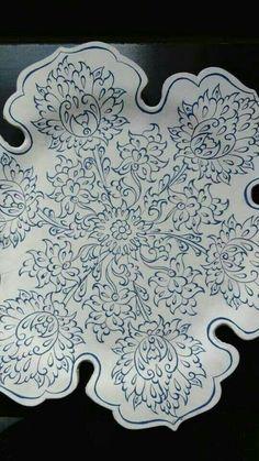 Islamic Motifs, Islamic Art, Turkish Tiles, Turkish Art, Pottery Plates, Ceramic Pottery, Plate Design, Design Art, Turkish Pattern