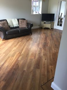 Karndean flooring, Van Gogh, classic oak, flooring laid with boarder and a 45 degree angle patten