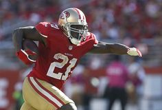 Harbaugh quiets critics, 49ers beat Chiefs 22-17 - San Francisco 49ers running back Frank Gore (21) runs against the Kansas City Chiefs during the fourth quarter of an NFL football game in Santa Clara, Calif., Sunday, Oct. 5, 2014. (AP Photo/Tony Avelar)