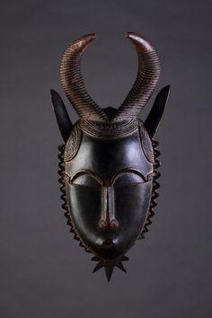 Finch & Co - West African Central Ivory Coast Baule/Yaure Face Mask 'Mblo'