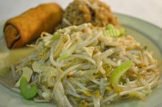 chow mein with bean sprouts | mein traditional chow mein with chicken and mainly fresh bean sprouts ...