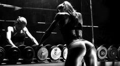 Treinar como um 'ninja' - Lauren Abraham é uma das 'fitness models' mais aclamadas do momento. Com 702 mil seguidores no Facebook, a jovem de corpo escultural usa a rede social para partilhar fotografias de alguns dos seus mais recentes trabalhos e também vídeos dos seus treinos.