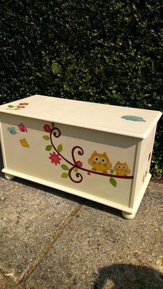 TOY BOX cute pic Cute Furniture, Painted Furniture, Wood Projects, Woodworking Projects, Toy Organization, Toy Storage, Toy Boxes, Diy Toys, Toys For Girls