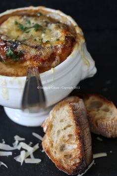 Soupe à l'oignon: True French Onion Soup: This is in French. Use Google translate to read, or just scroll to the bottom for the English version of the recipe. ;)