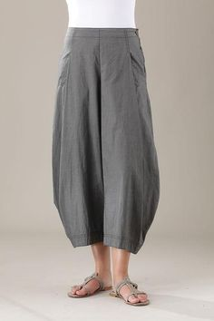 Oska pants --- these look like they'd be super comfy to do yoga in; i could try a diy version Pantalon Thai, Moda Casual, Pants Pattern, Linen Pants, Fashion Outfits, Womens Fashion, Fashion Pants, Short, My Wardrobe
