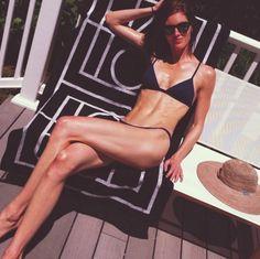 Le bain de soleil d'Hilary Rhoda http://www.vogue.fr/mode/mannequins/diaporama/la-semaine-des-tops-sur-instagram-30/19110/image/1008116#!le-bain-de-soleil-d-039-hilary-rhoda