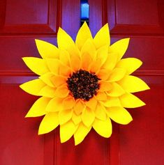 The Creative Imperative: Sunflowery Wreath summer wreath! Cute Crafts, Crafts To Do, Crafts For Kids, Diy Crafts, Felt Crafts, Wreath Crafts, Diy Wreath, Decor Crafts, Wreath Ideas