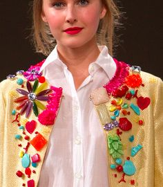 chanel-esque jacket made playful with random plastic charms and beads in bright colours& Shirt Tutorial, Textiles, Mode Inspiration, Nails Inspiration, Clothing Patterns, Clothing Ideas, Beaded Embroidery, Diy Clothes, Fascinator