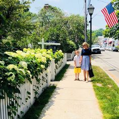 Historic New England, New England Homes, Essex Connecticut, Organic Juice Bar, New England Day Trips, Polar Express Train, Country Dates, New Oxford, Main Street