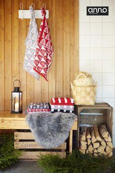 Havut, lyhdyt, korit, taljat ja jouluisat Anno-pyyhkeet toivottavat vieraan…