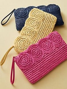 -----Bossa de mà amb ràfia-----Crochet Paper Straw Clutch__Discover your new look at Talbots. Shop our Crochet Paper Straw Clutch for stylish clothing and accessories with a modern twist at Talbots Weitere Informationen erhalten Sie in der Post. Crochet Clutch Bags, Crochet Pouch, Crochet Handbags, Crochet Purses, Crochet Gifts, Diy Crochet, Crochet Baby, Crochet Ideas, Crochet Shell Stitch