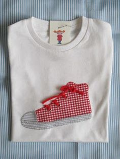 maria coletas: CAMISETA CONVERSE Applique Templates, Applique Patterns, Applique Designs, Embroidery Applique, Embroidery Designs, Sewing Crafts, Sewing Projects, T Shirt Painting, Brother Embroidery