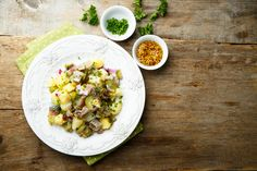 This potato salad recipe with pickled herring is a traditional German-Austrian recipe for lent, especially on Ash Wednesday. Herring Salad Recipe, Pickled Herring Recipe, Herring Recipes, Fish Recipes, Paleo Recipes, White Bean Recipes, German Potatoes, Austrian Recipes, Fish Dishes