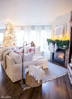 A cozy and inviting Christmas Family room- red, cream, plaid with vintage and traditional touches. Noel Christmas, Family Christmas, Christmas Crafts, Apartment Holiday Decor, Ikea, Christmas Interiors, Christmas Decorations For The Home, Christmas Inspiration, Shabby Chic Furniture