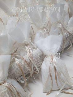 Μπομπονιέρα γάμου με δαντέλα, διακοσμητική πέρλα & σατέν κορδελάκια. Η τιμή συμπεριλαμβάνει το ΦΠΑ και 5 κουφέτα αμυγδάλου Χατζηγιαννάκης Vintage Romance, Crafts Beautiful, Beautiful Pictures, Dream Wedding, Wedding Ideas, Gifts, Valentines Day Weddings, Manualidades, Favors