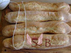 Кубинский хлеб (выпекается с шнурком!!!) Самая интересная часть рецепта: перед выпечкой на каждый хлебец выложить тщательно промытый и прокипяченный в воде шпагат.