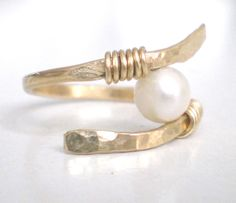 Gold Pearl Wire Ring - I *know* I can figure this one out!
