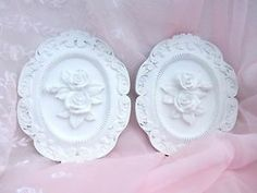 VINTAGE WHITE SHABBY COTTAGE CHIC ORNATE ROCOCO VICTORIAN ROSE WALL PLAQUE