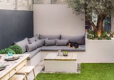 Transform your garden through design - We work with you to create stunning garden areas or outdoor rooms for homeowners in London. Backyard Patio Designs, Modern Backyard, Modern Landscaping, Outdoor Seating Areas, Garden Seating, Outdoor Rooms, London Garden, Garden Design London, Narrow Garden