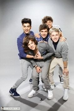 one of the most awkward pictures ever. Lou's barely in it.  Do i care?  Not one bit. Far as I'm concerned its still absolutely Fabulouis