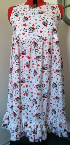 Cette robe figurine vous pouvez la retrouvez sur ce lien :  http://www.alittlemarket.com/robe/fr_cette_robe_est_une_coupe_droite_termine_par_des_froufrous_-16544597.html