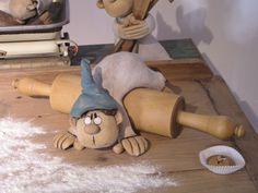 Autorská keramika a umělecký cínovaný šperk – Fotoalbum – Z výstavy – Poh … - diy Paper Mache Sculpture, Pottery Sculpture, Castle Crafts, Polymer Clay Dolls, Air Dry Clay, Recycled Art, Ceramic Clay, Cold Porcelain, Handmade Pottery