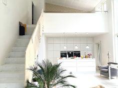 olohuone, keittiö, kvik, mano, betoniportaat Kitchen Design, Garage Doors, Villa, Stairs, Interior, Outdoor Decor, Apartments, Home Decor, Diy