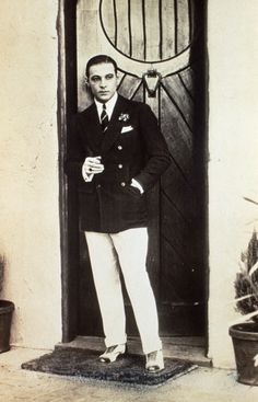 vintagechampagnefever: The rather dapper Rudolph Valentino